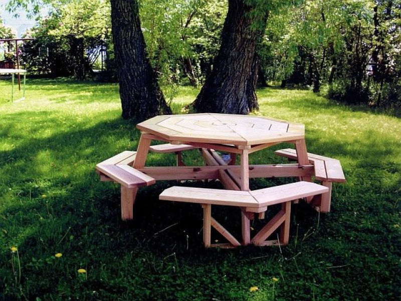 octagon-cedar-table